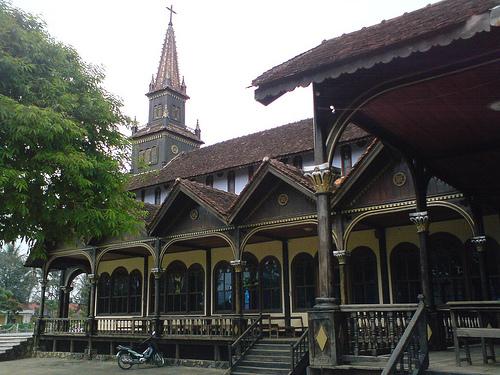 Hình ảnh Nhà thờ gỗ Kon Tum - Nhà thờ gỗ Kon Tum